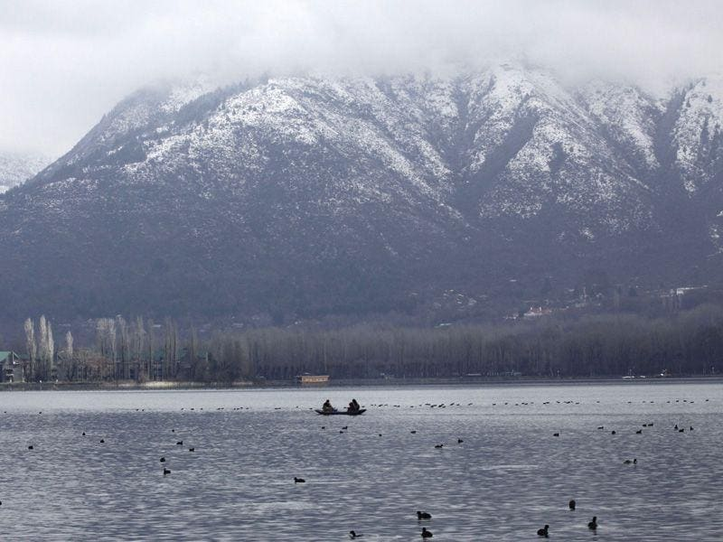 View of Dal Lake after three days of intermittent snow and rain in Srinagar. Waseem Andrabi/HT