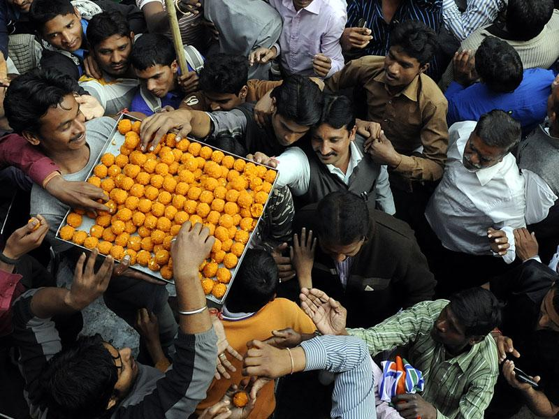 Sweets being distributed after BJP swept the municipal polls in Madhya Pradesh on Wednesday. (Arun Mondhe/HT photo)