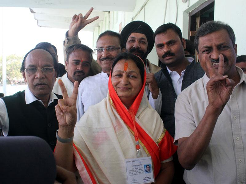 BJP's Malini Gaud poses after being elected as mayor of Indore on Wednesday. (Shankar Mourya/HT photo)