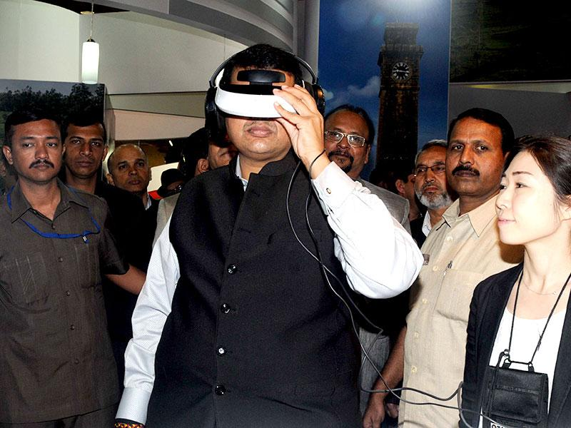 Maharashtra CM Devendra Fadnavis wears a 3D-viewer during the virtual tour of bullet train at 'Three Days Travel and Tourism Fair' at Nesco Ground in Mumbai. (Sanjay Solanki/HT photo)