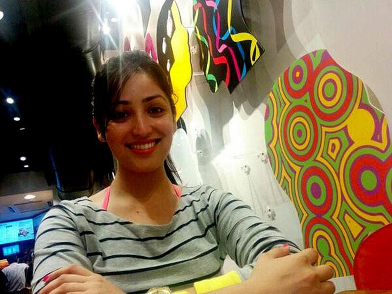 Yami Gautam has a flawless skin tone, and doesn't need heavy make-up to look vibrant.