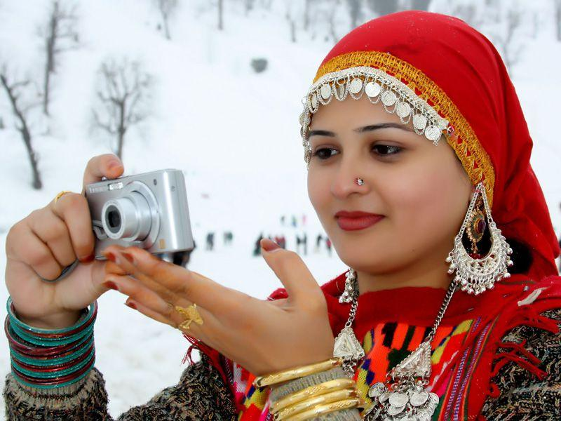 A tourist clicking scenic view of Manali town with her camera. Aqil khan/HT