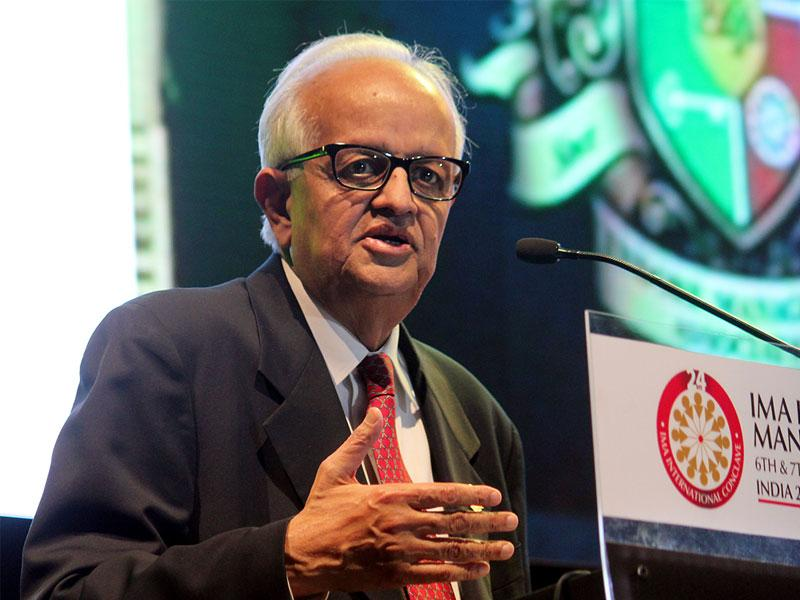 Former RBI governor and economist Bimal Jalan addresses the 24th International Management Conclave in Indore on Saturday. (Shankar Mourya/HT photo)