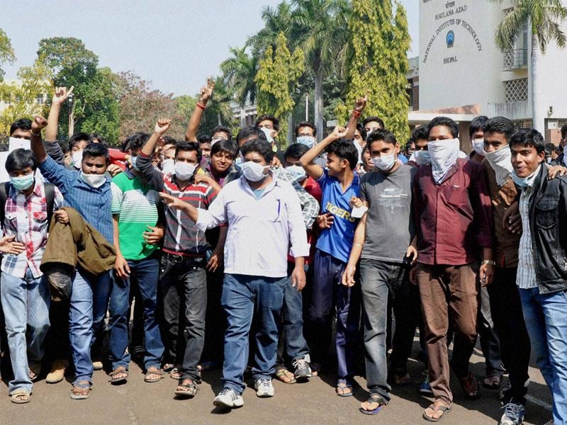 Engineering students take part in a rally to raise awareness on swine flu, in Bhopal on Saturday. (PTI photo)