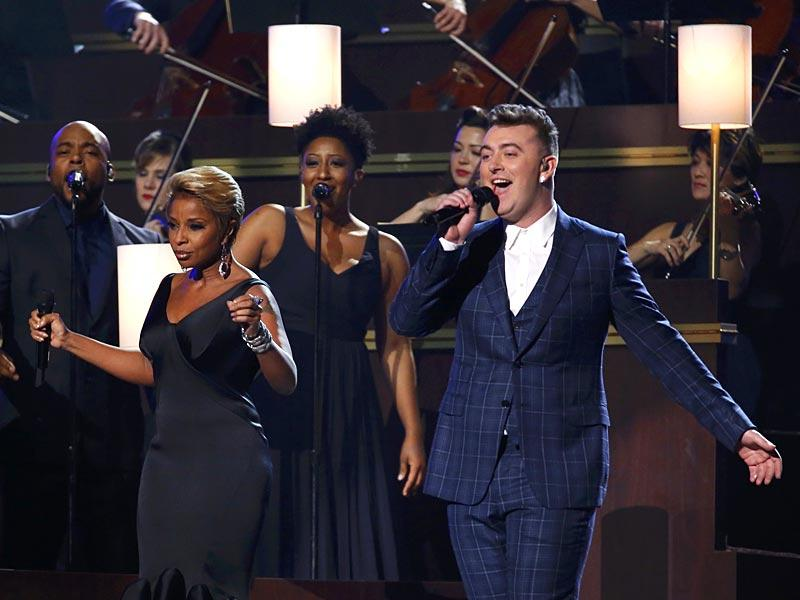 Grammy veteran Mary J Blige stays with fresh winner Sam Smith as they perform the award-winning Stay With Me. (Photo: AFP)