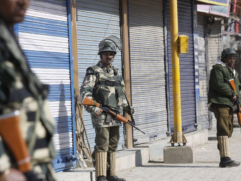 Paramilitary troops stand guard on deserted street as authorities imposed restrictions in Srinagar. Waseem Andrabi/HT
