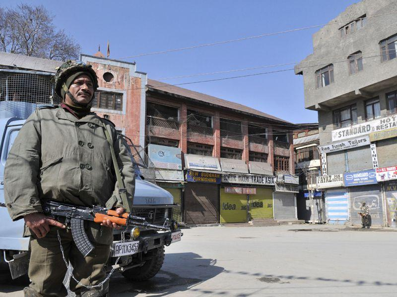 The authorities imposed restrictions in parts of Srinagar on Monday to thwart separatist protests on the death anniversary of parliament attack convict Afzal Guru. Waseem Andrabi/HT