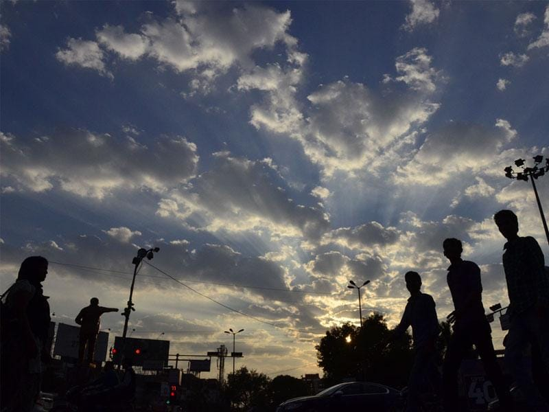 Residents of Bhopal witnessed chilly winds and a cloudy sky on Monday afternoon. (Mujeeb Faruqui/HT photo)