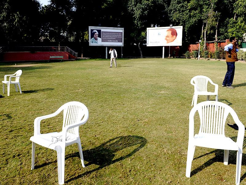 A desolate scene at the AICC Congress office after the party was decimated in the Delhi elections. (Mohd. Zakir/ HT Photo)