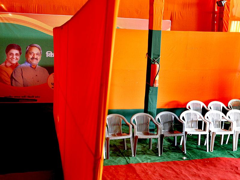 The Delhi BJP office also wore a deserted look after the party got trounced in the Delhi elections. (Gurinder Osan/ HT Photo)