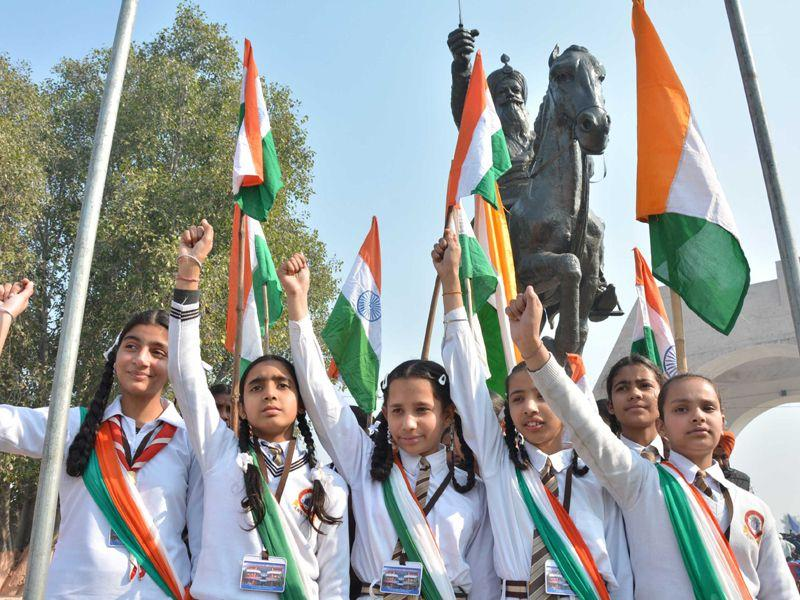 School children waved the Indian national flag, pay tribute to Sham Singh Attariwala on his martyrdom day in Amritsar on Tuesday. Sameer Sehgal/HT