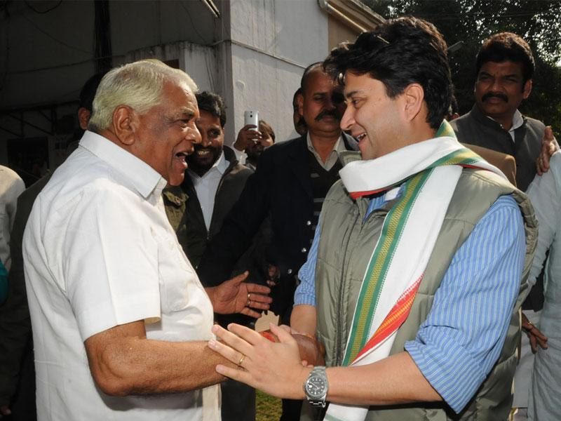 Congress MP from Guna Jyotiraditya Scindia met MP home minister Babulal Gaur in Bhopal on Wednesday and congratulated him for his grandson's marriage (Mujeeb Faruqui/HT photo)