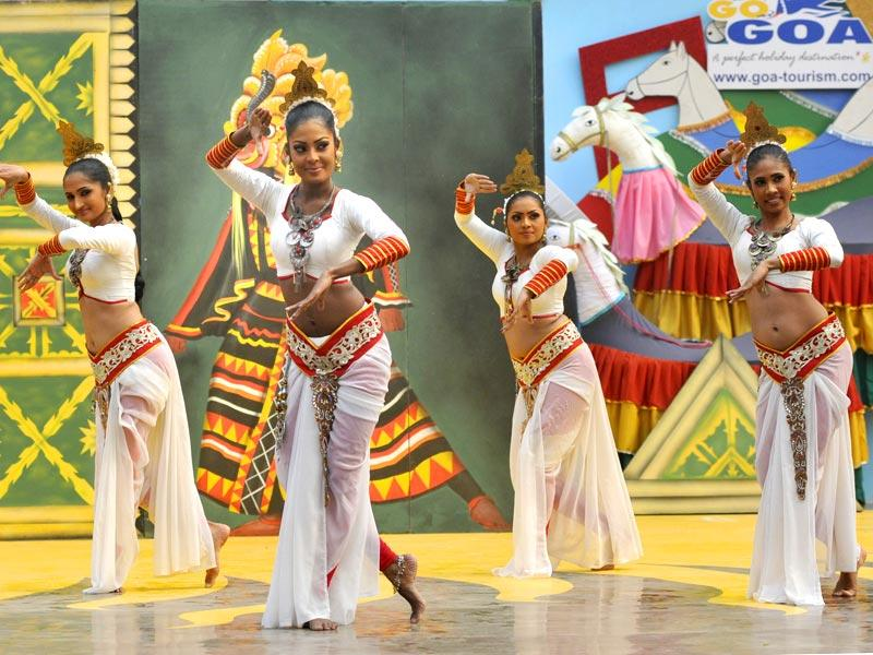 Folk Sri Lankan artists perform at the press preview of the 28th Surajkund International Crafts Mela in Faridabad. (HT Photos)