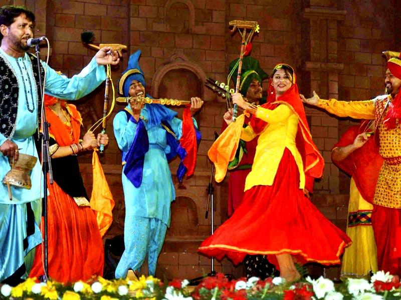 Groovy Pubjab folk artists perform in Natyashala during 29th Surajkund International Craft Mela. (PTI)