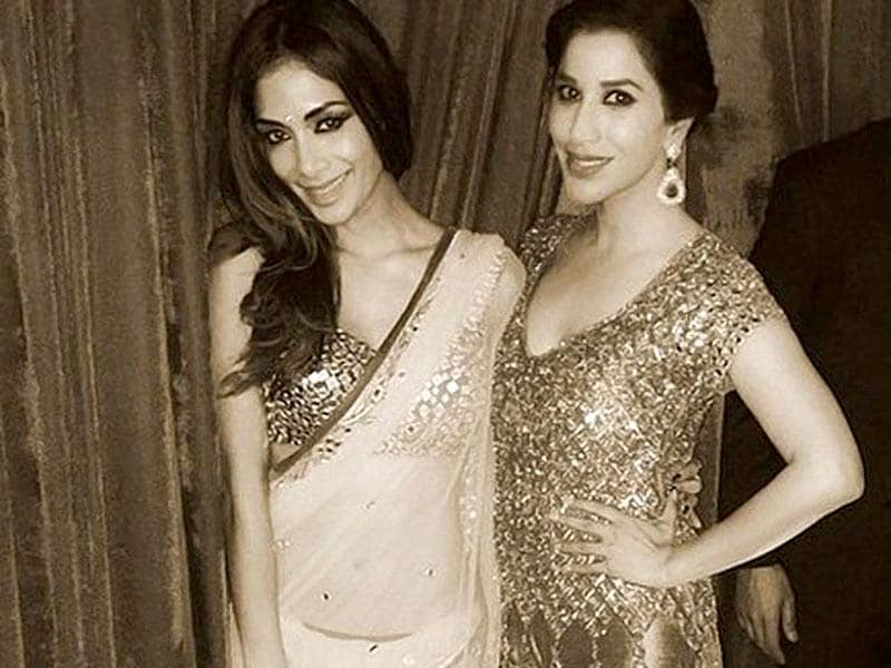 Sophie (R) with Nicole in a desi avatar. (Courtesy: Twitter)