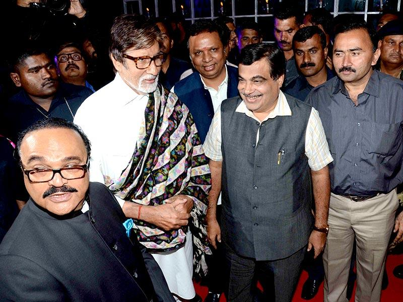 Bollywood stars glittered at the wedding reception of Smita Thackeray`s son Rahul Thackeray and Dr. Aditi Thackeray. Amitabh Bachchan and Union Road Transport Minister Nitin Gadkari are seen in the picture. (Photo: IANS)