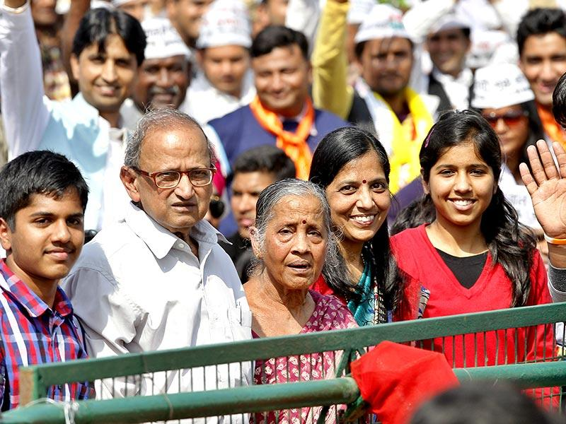 Family members of Arvind Kejriwal look on during his swearing-in ceremony as chief minister at the Ramlila Maidan. (HT photo/Gurinder Osan)
