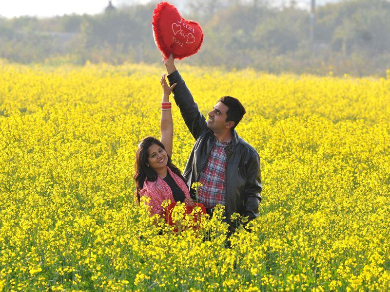 A couple in an open field on the outskirts of Chandigarh on Valentine's day. Keshav Singh/HT