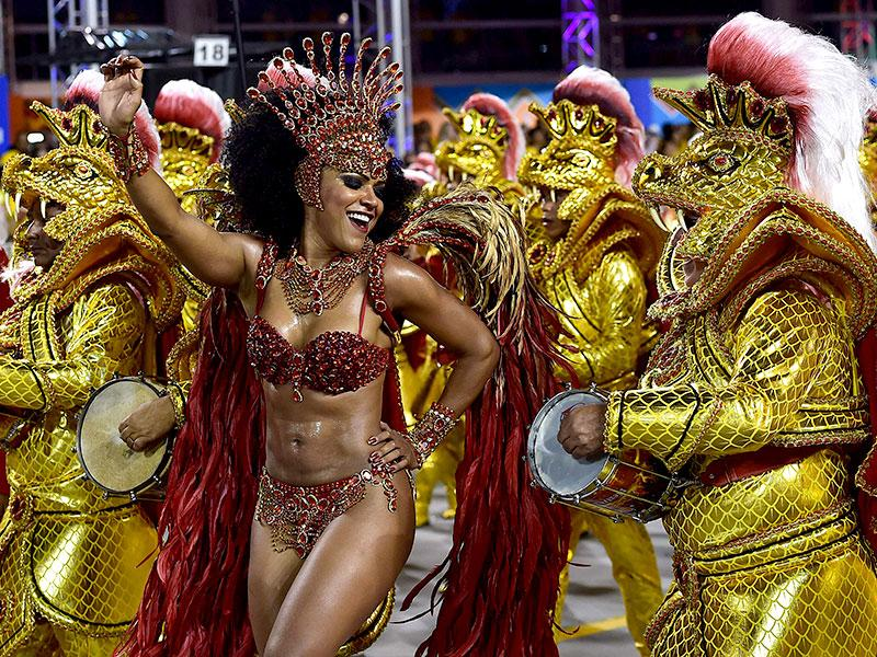 Revelers of the Dragoes da Real samba school perform during the first night of carnival parade at the Anhembi Sambadrome in Sao Paulo, Brazil. (AFP photo)