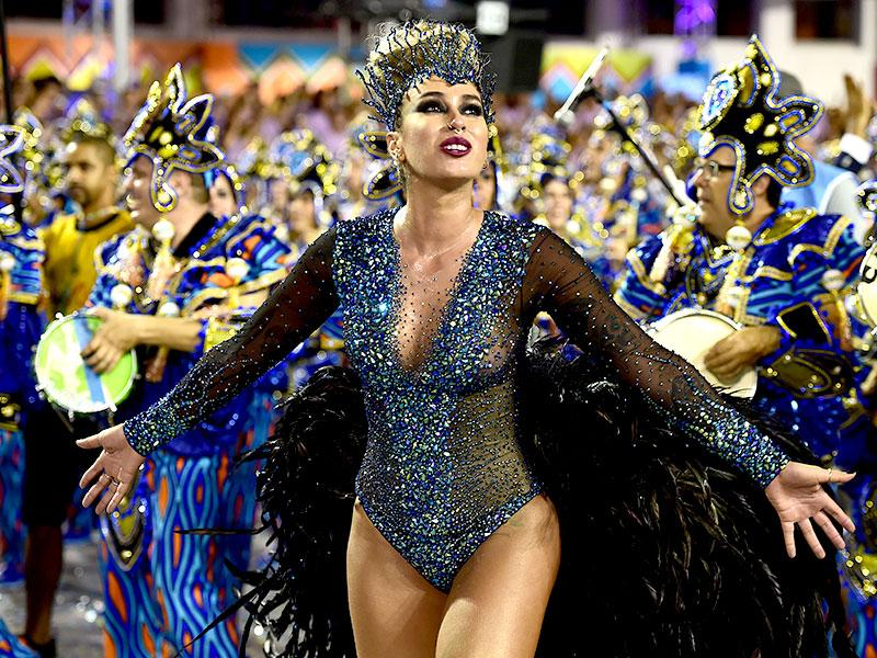 Revelers of the Vila Maria samba school perform during the second night of carnival parade at the Anhembi Sambadrome in Sao Paulo, Brazil. (AFP photo)