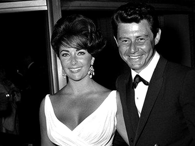 The beautiful couple Elizabeth Taylor and Eddie Fisher posed at the red carpet