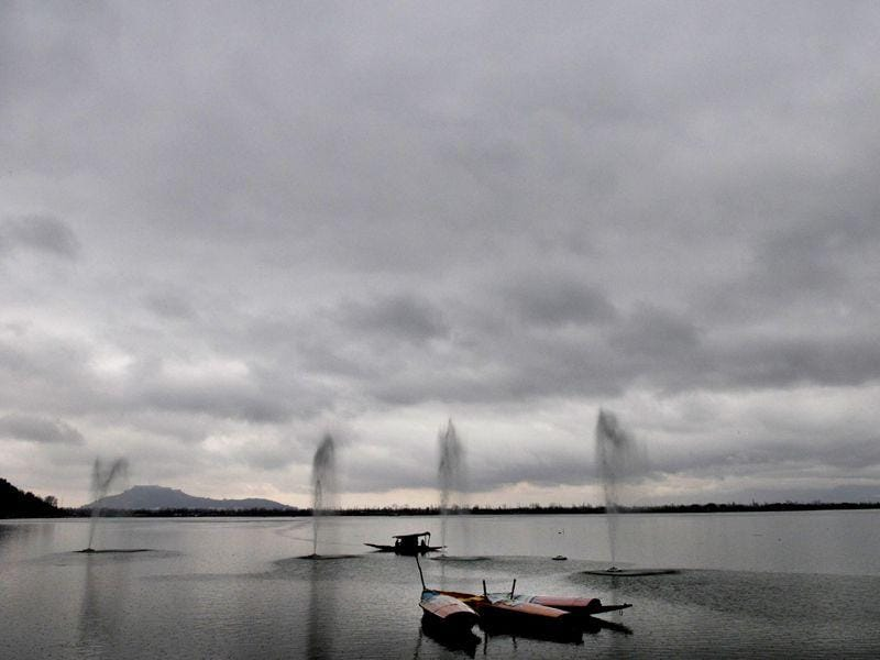 Clouds hover over the Dal Lake in Srinagar. Waseem Andrabi/HT