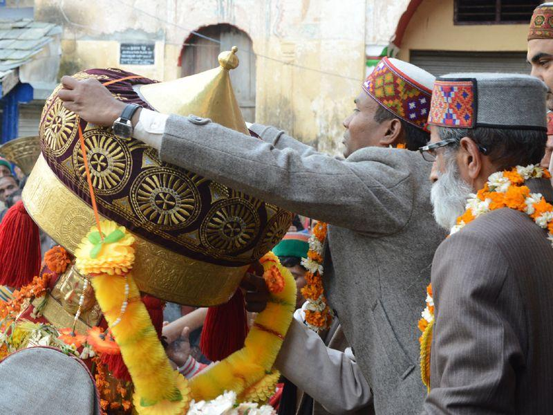 Dev Kamrunag welcomed by DC/ Chairman of Shivaratri fair when reached Mandi to participate in week long Shivaratri fair in Mandi. Birbal Sharma/HT