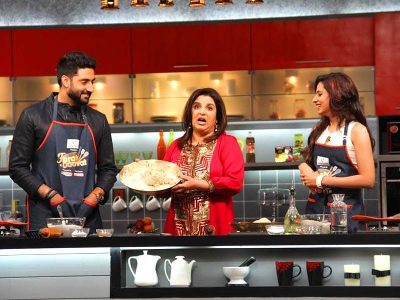Farah Khan does not seem too impressed with Abhishek Bachchan cooking half-way through the journey!
