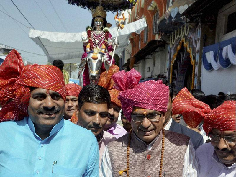 MP chief minister Shivraj Singh Chouhan pulls the chariot of Lord Shankar during 'Shiv Barat' procession taken out in Bhopal on Tuesday. (PTI photo)