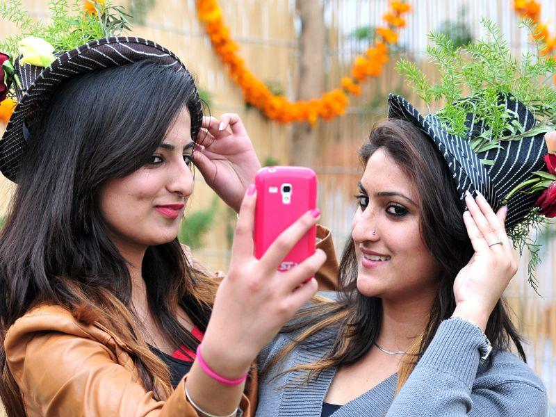 Girls taking selfie during the first day of Rose festival at Rose garden in sector 16, Chandigarh. Ravi Kumar/HT