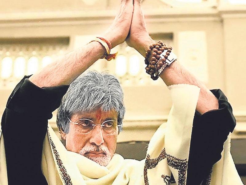 No one else could have portrayed Subhash Nagre in Ram Gopal Varma's Sarkar (2005) better than Amitabh Bachchan. With his towering personality and rich baritone, Big B left all impressed with his portrayal of a politician.