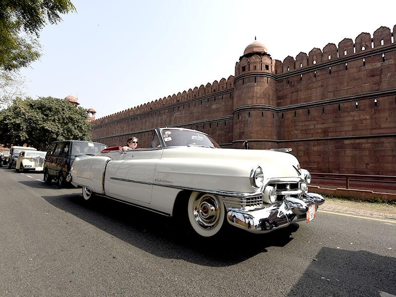 A vintage car makes its way to the 5th 21 Gunsalute International Vintage Car Rally near the Red Fort in New Delhi. (HT Photo/Subrata Biswas)