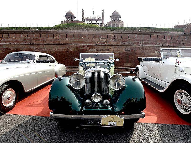 The 5th 21 Gunsalute International Vintage Car Rally began from the Red Fort in New Delhi and ended at Leisure Valley Park in Gurgaon. (HT Photo/Subrata Biswas)