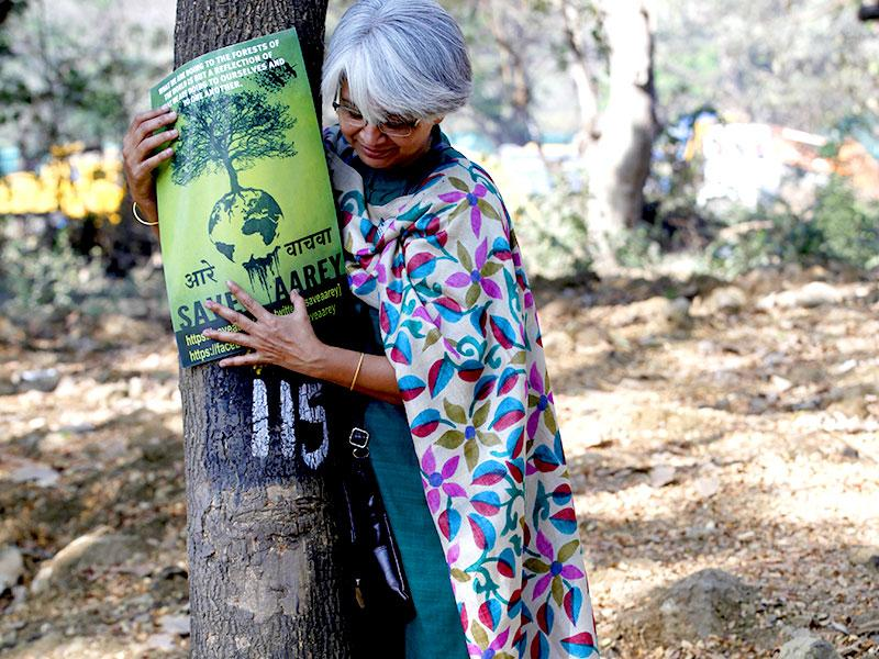 Aarey Colony, Mumbai's largest green open natural space with 20,000 trees, is under threat from the third phase of Metro. People carried out a silent protest in Goregaon. (Vidya Subramanian/HT photo)