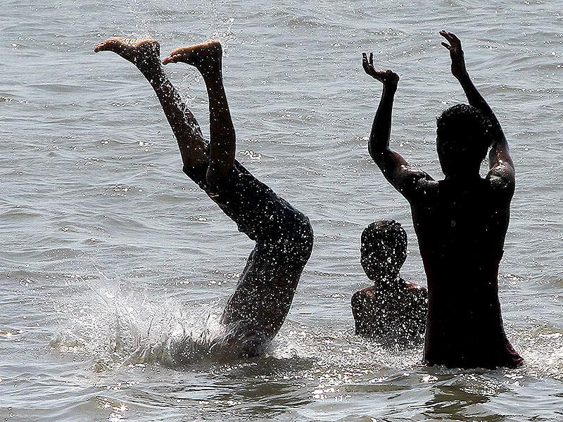 Children enjoyed playing on the Girgaon beach as mercury levels continued to soar in Mumbai. (Arijit Sen/HT photo)