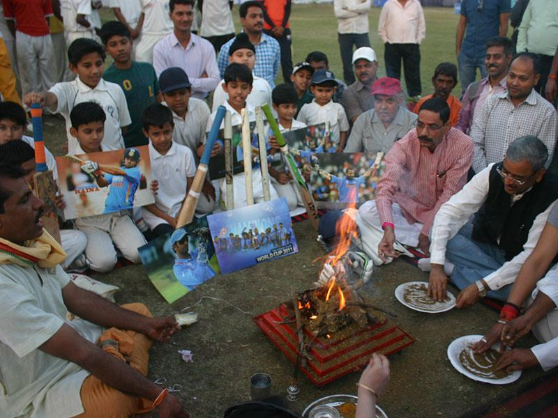 Cricketers and fans perform 'Havan' for India's win against South Africa in the World Cup, in Bhopal on Saturday. (Bidesh Manna/HT photo)