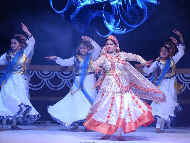 Artists perform on the second day of Jheel Mahotsav in Bhopal on Saturday. (HT photo)