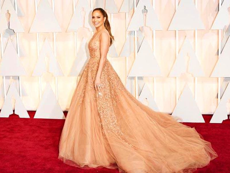 Jennifer Lopez channels Cinderella. (Photo: twitter)