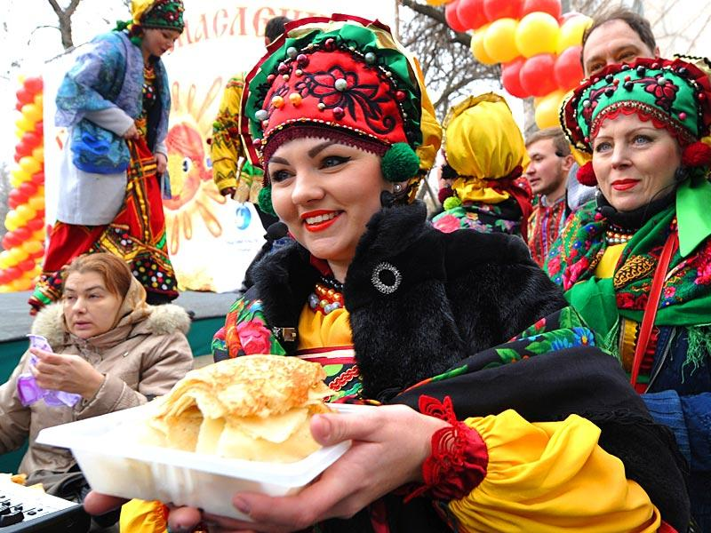 A woman, wearing a costume, holds plate of pancakes to mark the end of Maslenitsa (Shrovetide) in the Kyrgyzstan's capital Bishkek. (AFP photo)