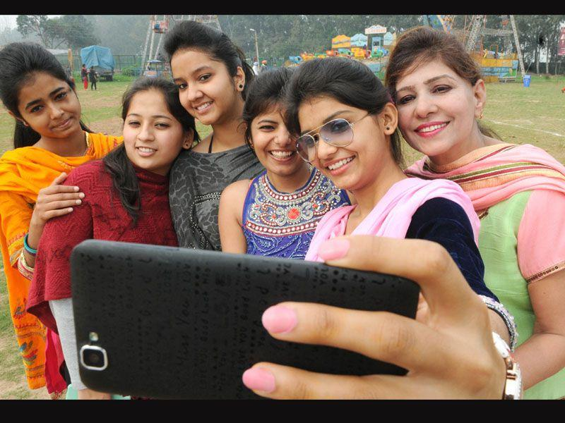 Students click selfie during the Fate 2015 at Punjabi University in Patiala. Bharat Bhushan/HT