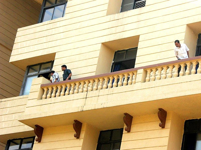 A class 6 student of New Horizon Public School in New Panvel died on Tuesday after falling from the fourth floor of his school building. (Bachchan Kumar/HT photo)