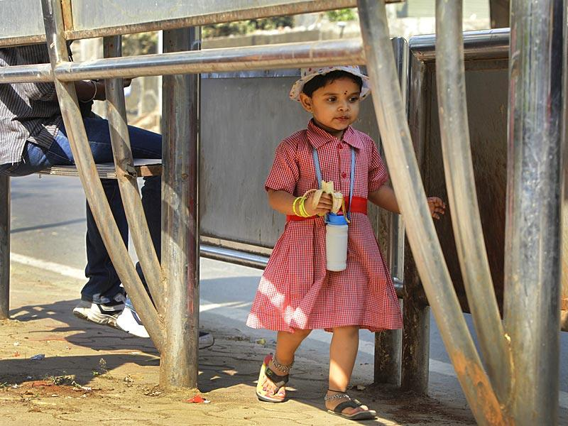 A school kid wears a cap to protect herself from the scorching heat at Worli, in Mumbai. (Kalpak Pathak/HT photo)