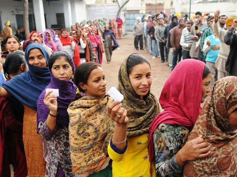 Long queues outside a polling booth in Patiala on Wednesday. Bharat Bhushan/HT