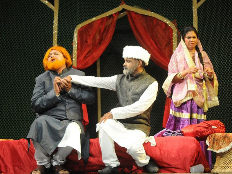 A scene from play 'Jalkukde' staged at Bharat Bhavan in Bhopal on Wednesday. (Mujeeb Faruqui/HT photo)