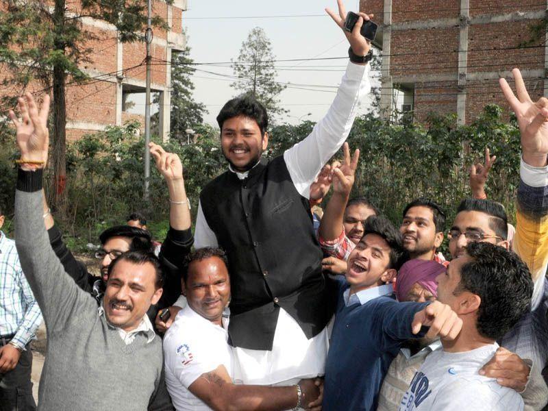 Congress workers celebrating the victory of Congress candidate Kamlesh Grover in Jalandhar. Pardeep Pandit/HT