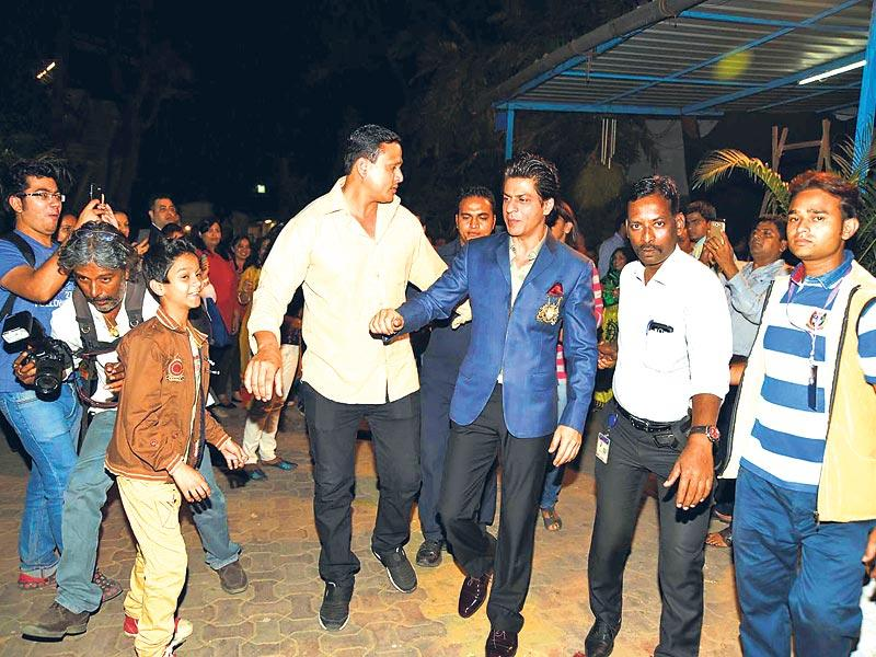 Shah Rukh Khan was mobbed by fans outside a movie studio in Mumbai. (Photo: Viral Bhayani)