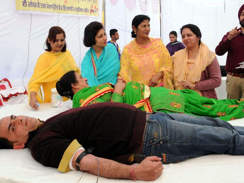 Members of The Jalandhar Central Coopretive Bank Employees Union donating blood during blood donation camp in Jalandhar, India on Friday.Pardeep Pandit/HT Photo