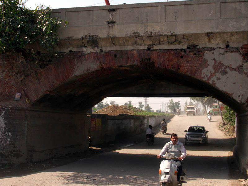 Broken portion of the bridge over Buddha Nullah in Ludhiana.JS Grewal /HT