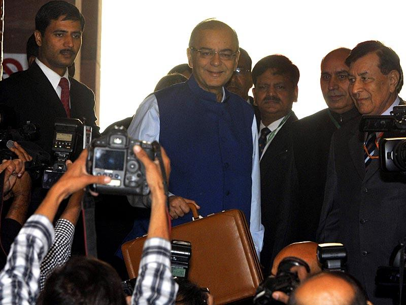 Jaitley arrives at Parliament. This is Modi government's first full-fledged budget. (Mohd Zakir/HT Photo)