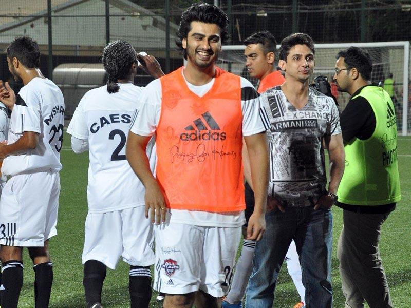 Happy! Arjun Kapoor at the all stars football match in Mumbai. (Photo: IANS)